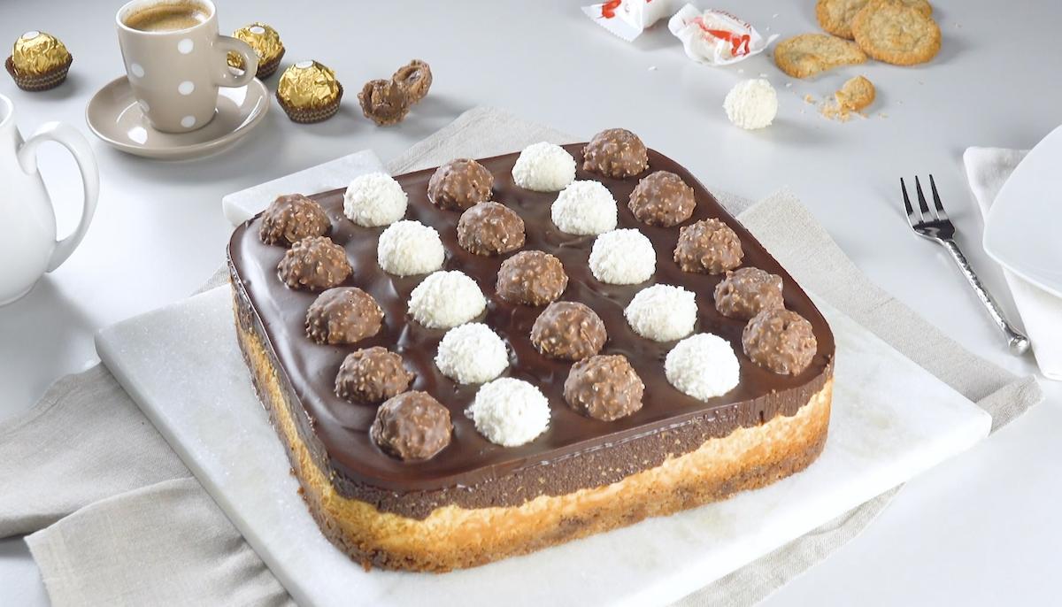 Torta cheesecake con crema al cioccolato di Ferrero Rocher e Raffaello