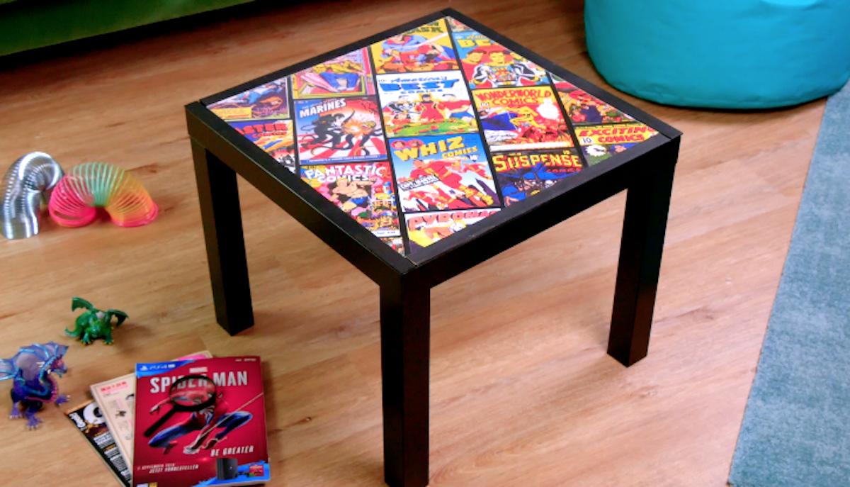 Tavolino da salotto con i fumetti