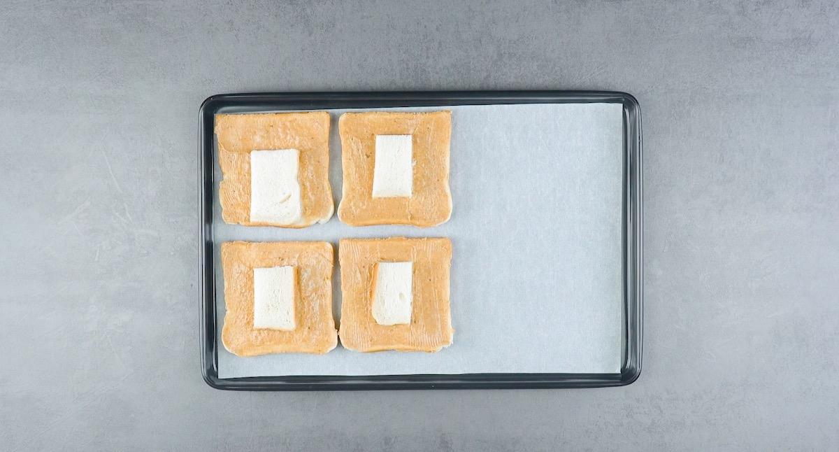 Pane in cassetta spalmato di burro aromatizzato alla cannella