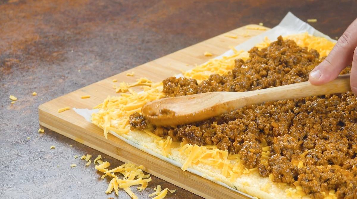 Frittata alle zucchine con formaggio cheddar e carne macinata