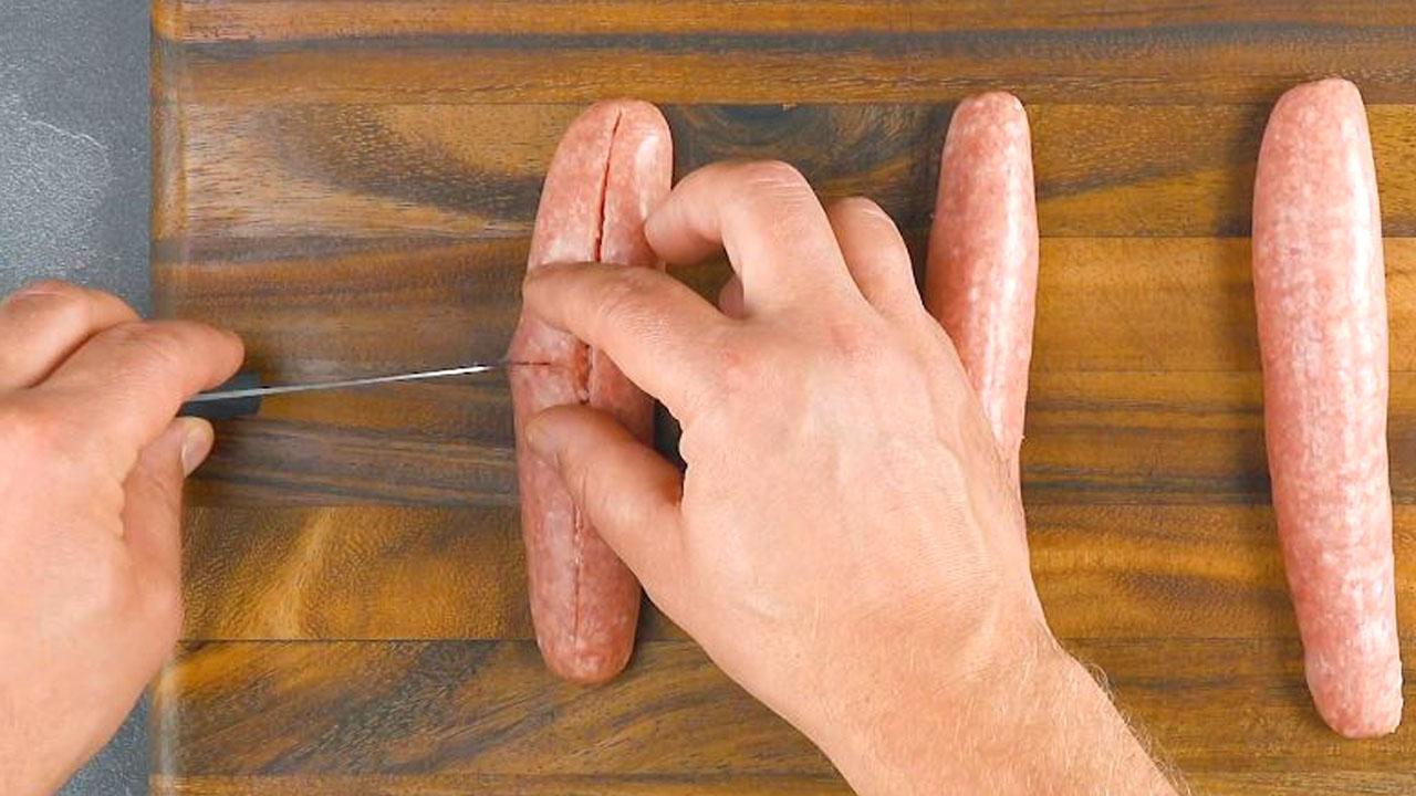 Tre salsicce incise