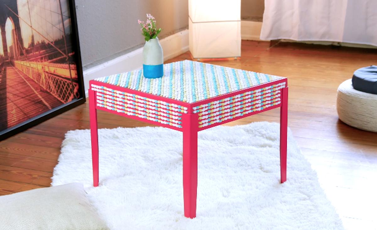 Tavolino da solotto rivestito di lana