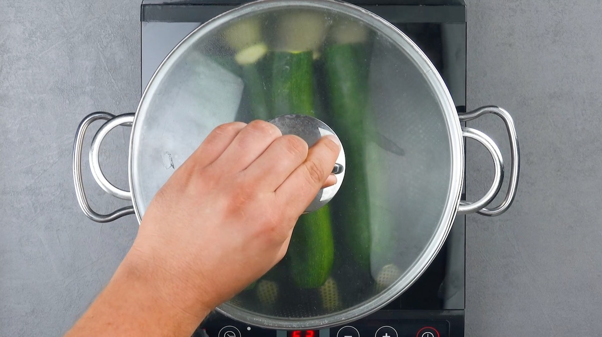 Cottura al vapore delle zucchine