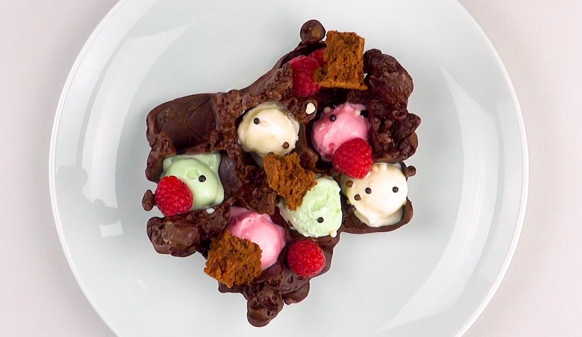 Gelato nei cubetti di ghiaccio al cioccolato fondente
