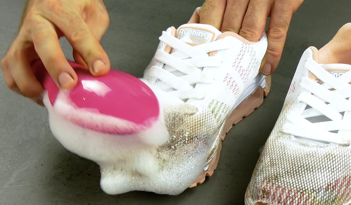 Pulizia delle scarpe da ginnastica