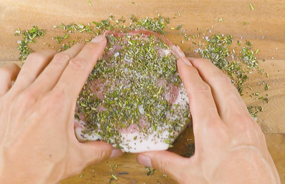 Braciole di maiale in erbe aromatiche