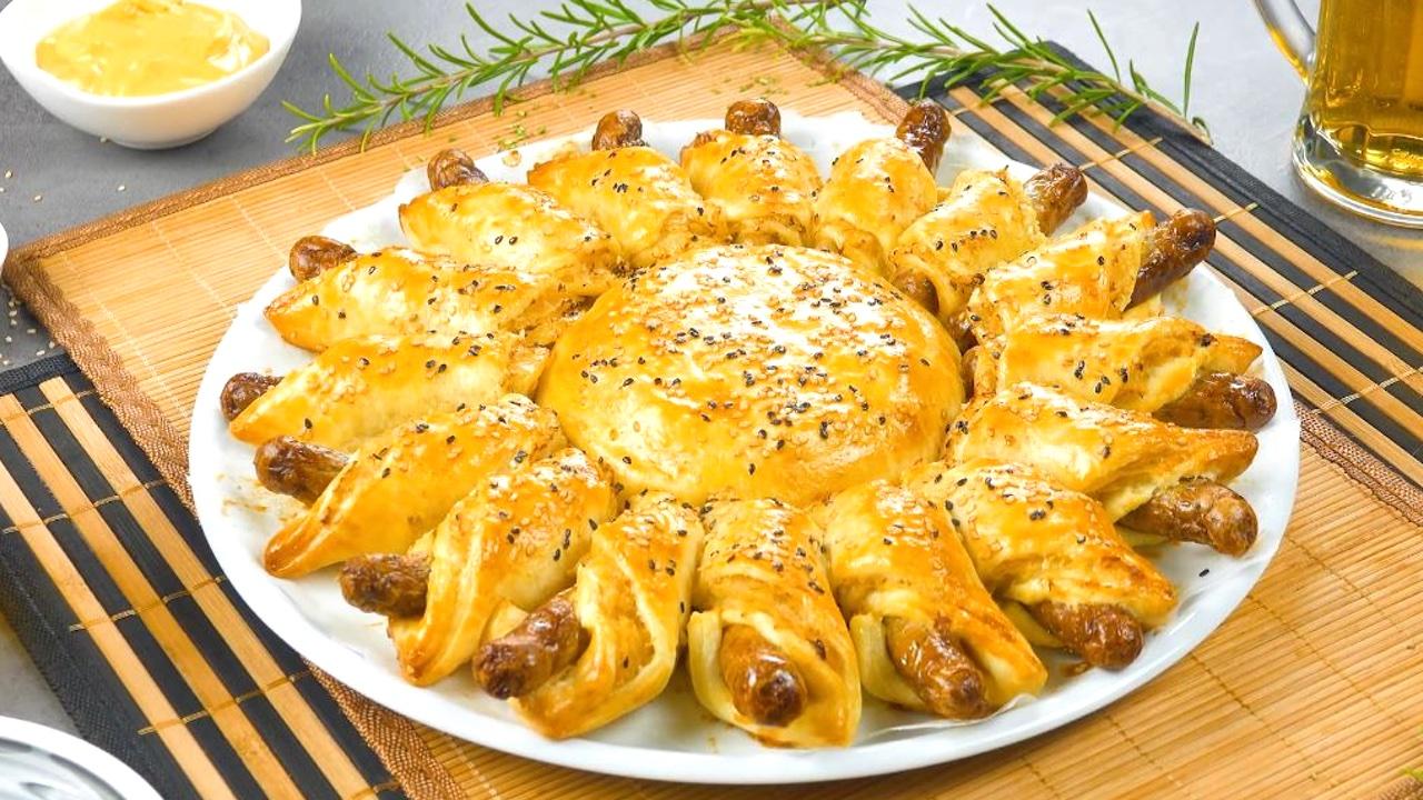 Rustico con pasta sfoglia wurstel bianchi crauti tedeschi e formaggio brie