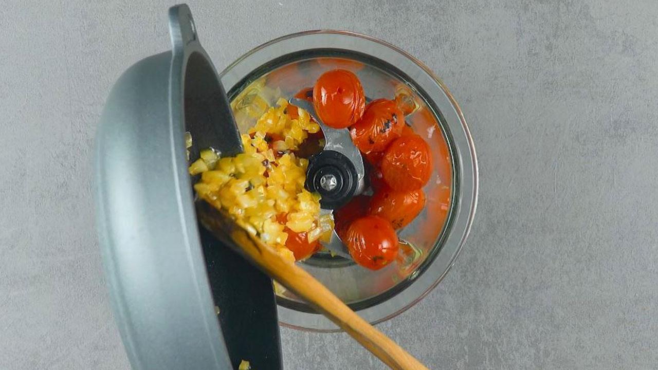Soffritto e pomodorini nel mixer