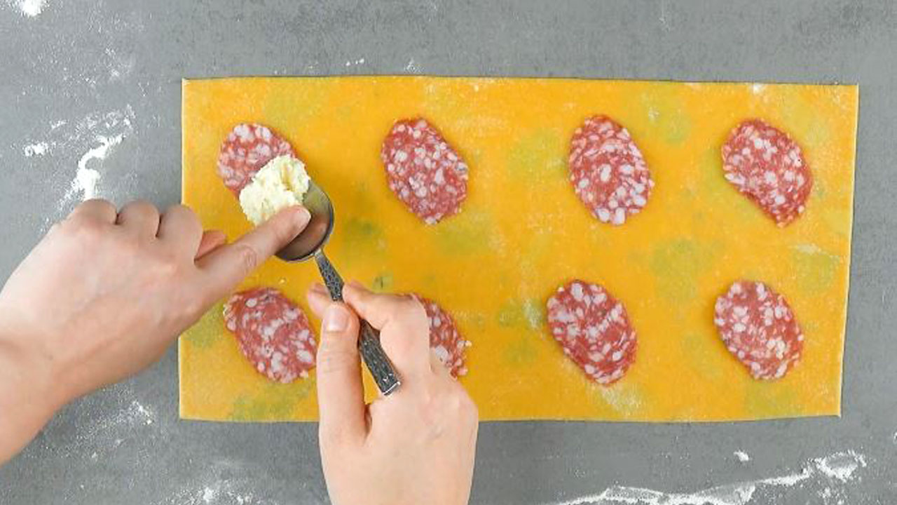 Pasta fresca con salame e mozzarella