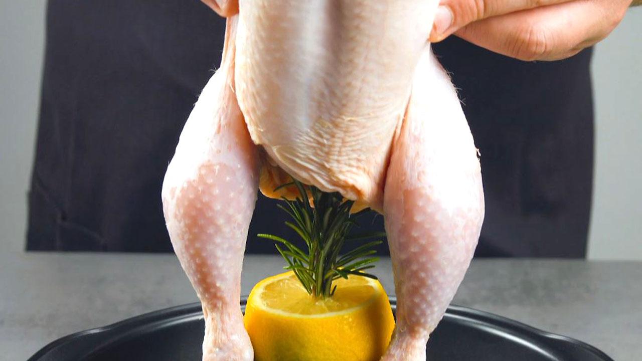 Rametti di rosmarino nel pollo