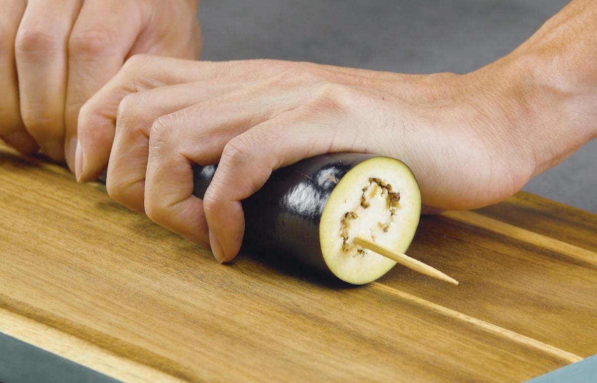 Melanzana su spiedino di legno
