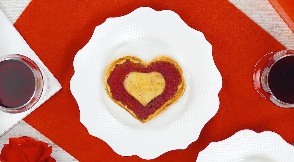 Cuore di pasta sfoglia con pesto rosso di barbabietola