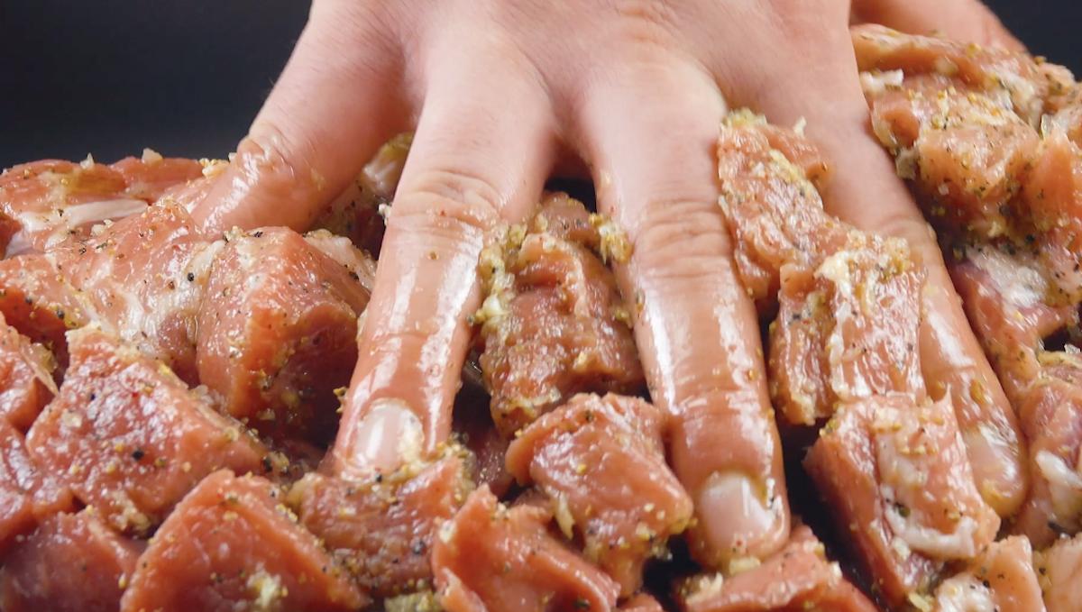 Carne di maiale marinata