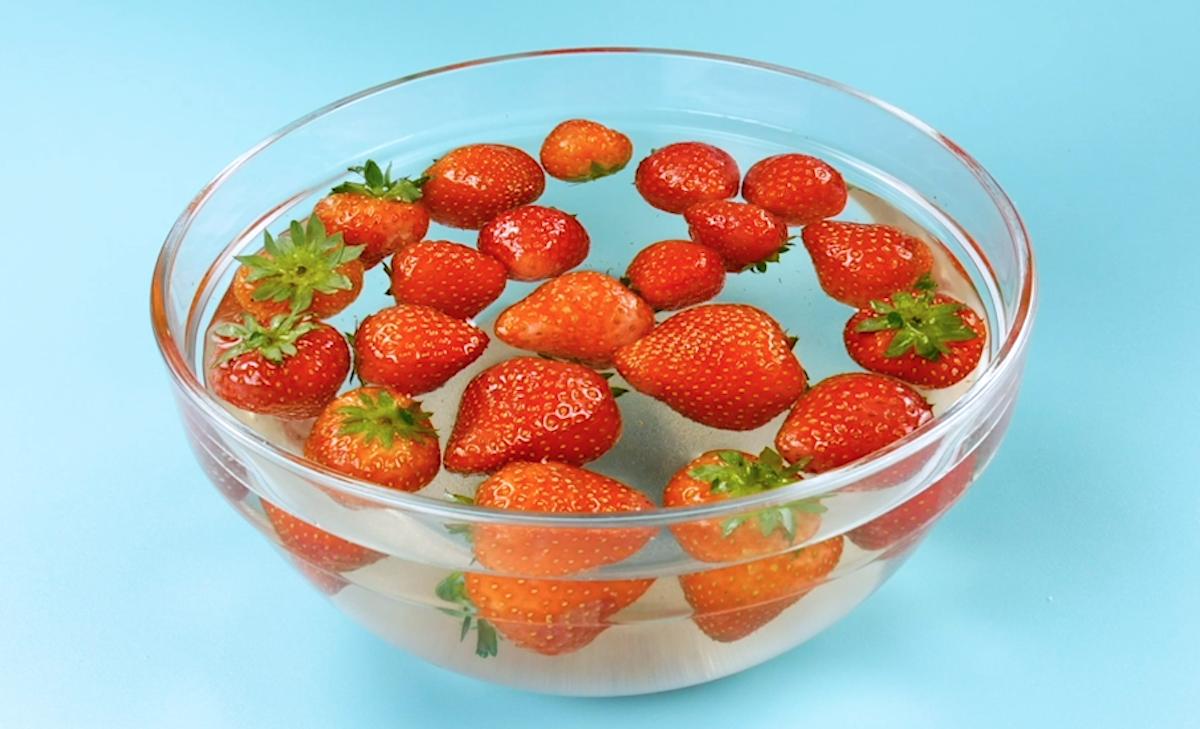 Fragole in acqua salata