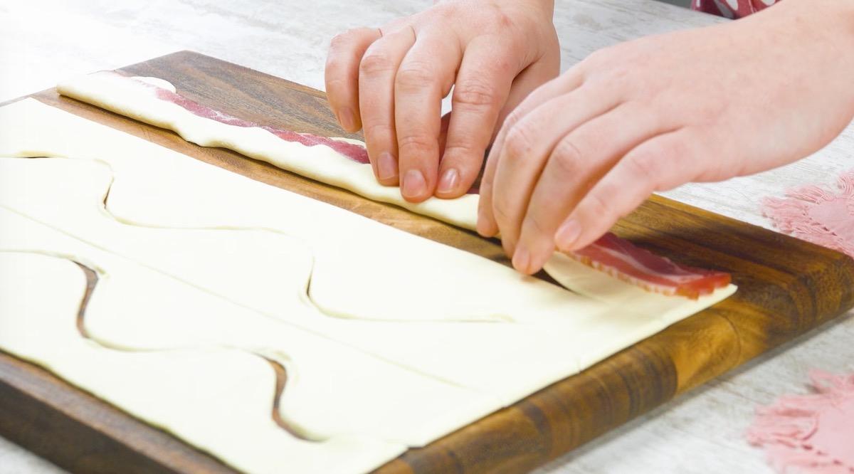 Pasta sfoglia con pancetta tesa