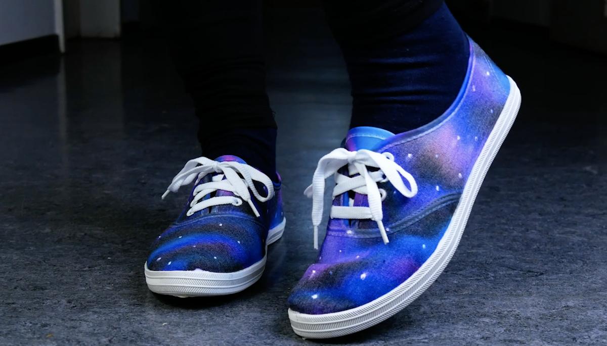 Scarpe da ginnastica con effetto galassia