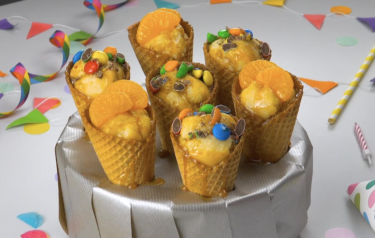 Torta all'arancia nel cono gelato