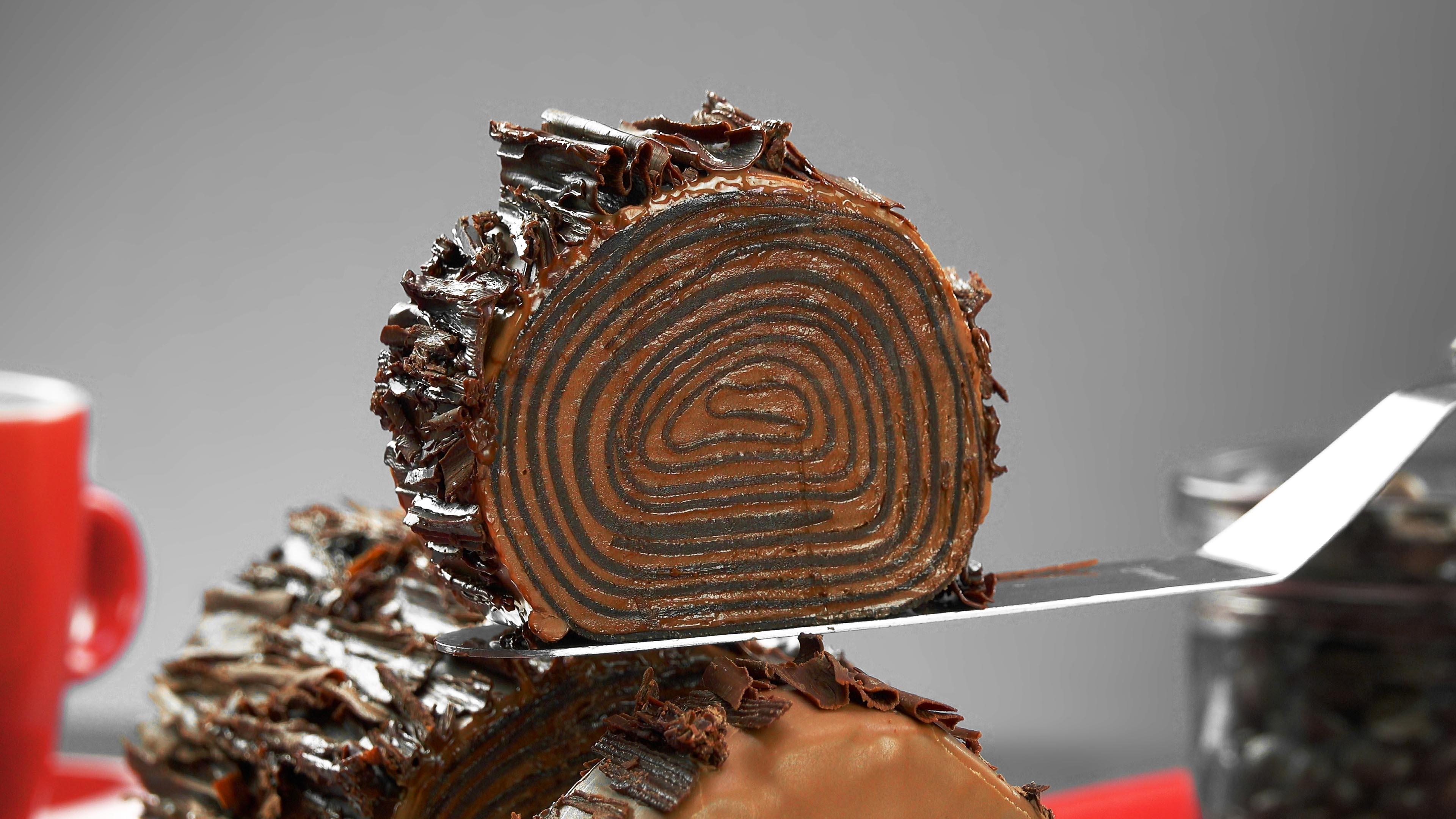 Rotolo dolce di crepes al cioccolato
