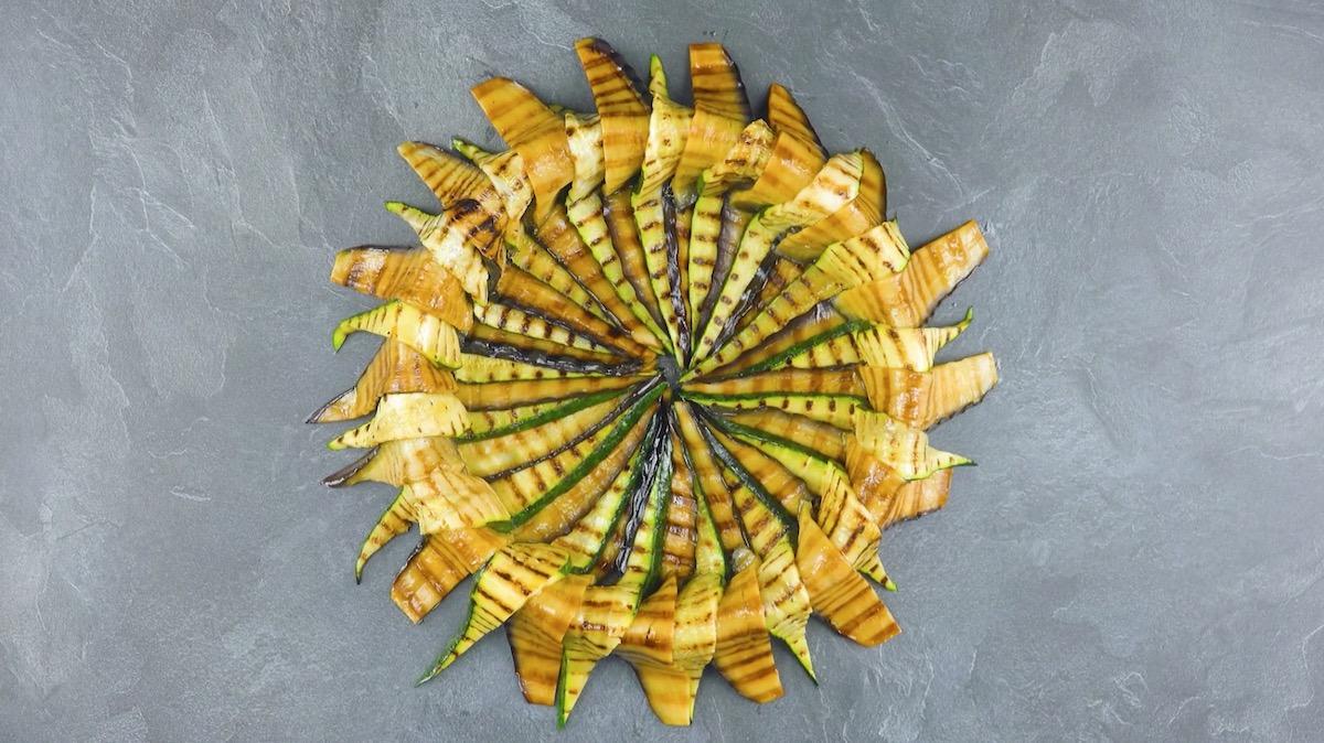 Fette di zucchine e melanzane in cerchio