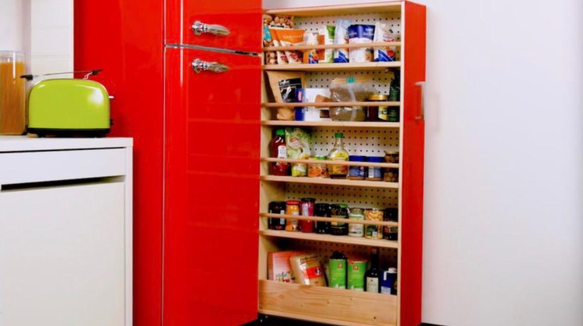 Scaffale fai da te: un'ottima idea salva spazio per la cucina