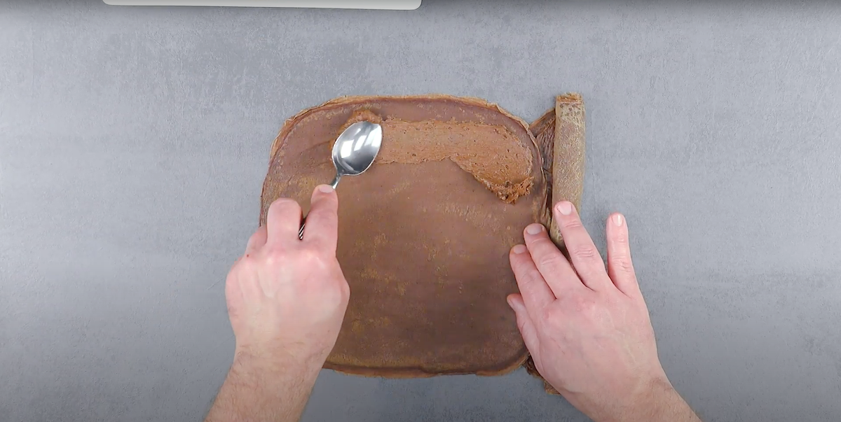 Crepes al cioccolato con crema al cioccolato fondente
