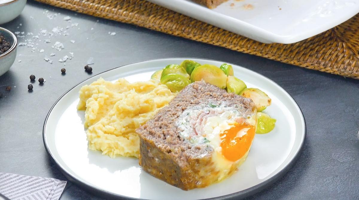 Polpettone ripieno di prosciutto cotto formaggio e uova al forno