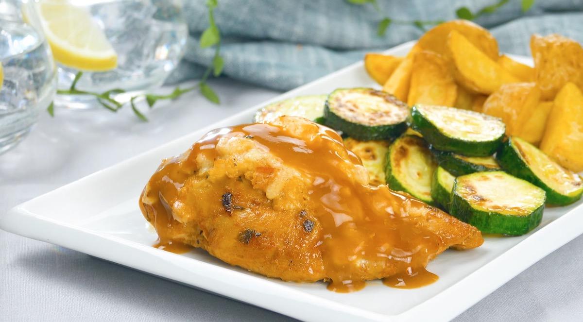 Petto di pollo ripieno al forno con verdure e patate