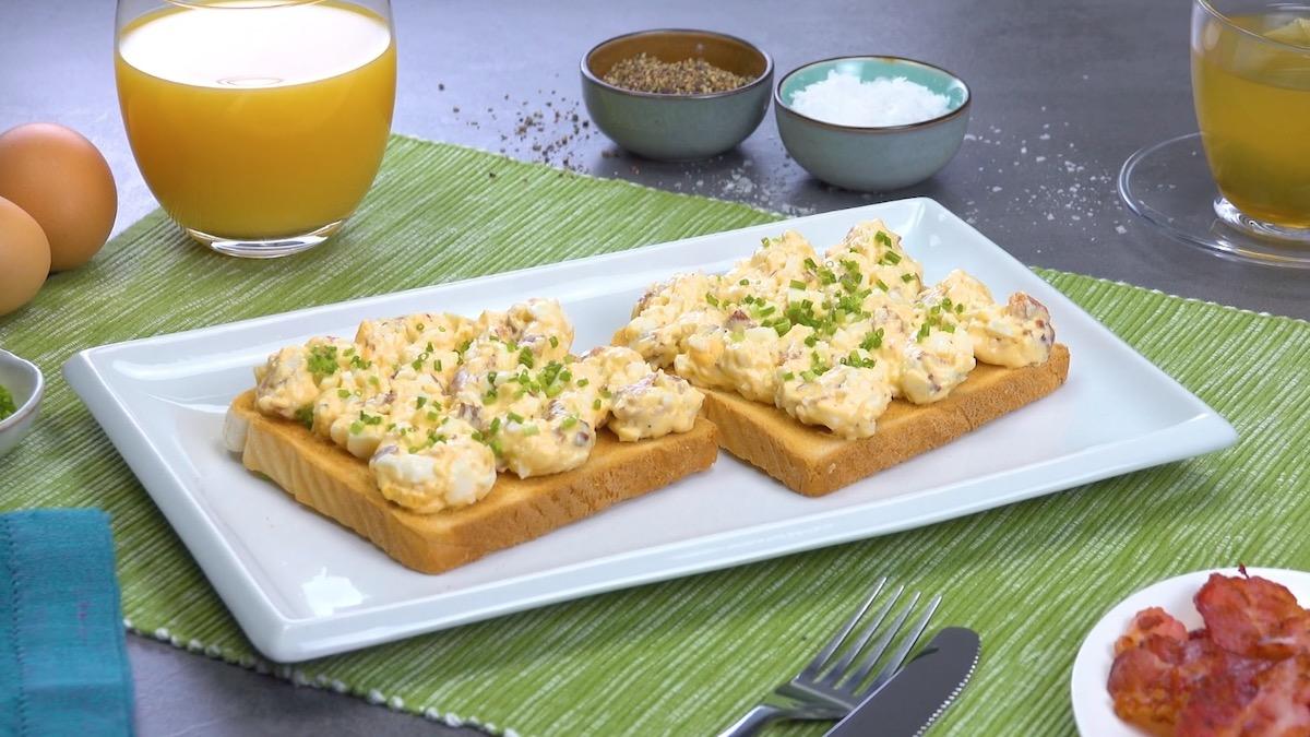 Toast con insalata di uova sode