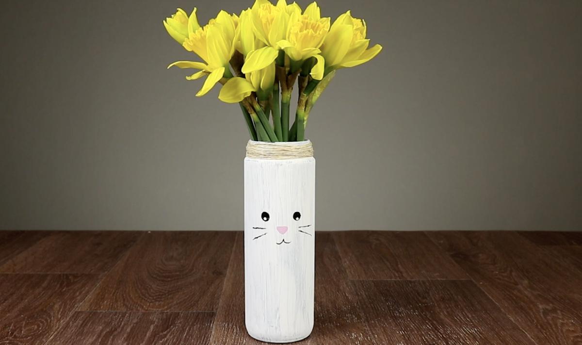 Vasi da fiori a forma di coniglio pasquale