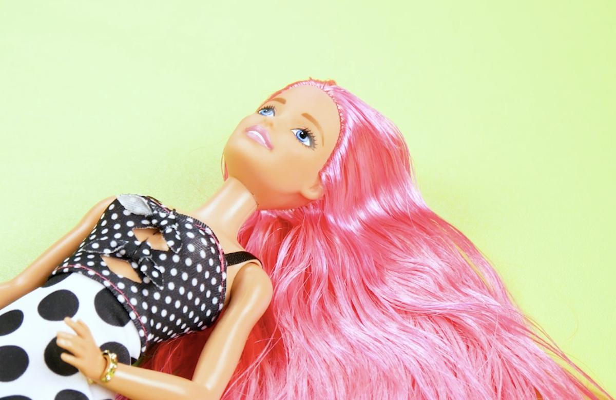 Barbie con capelli rosa