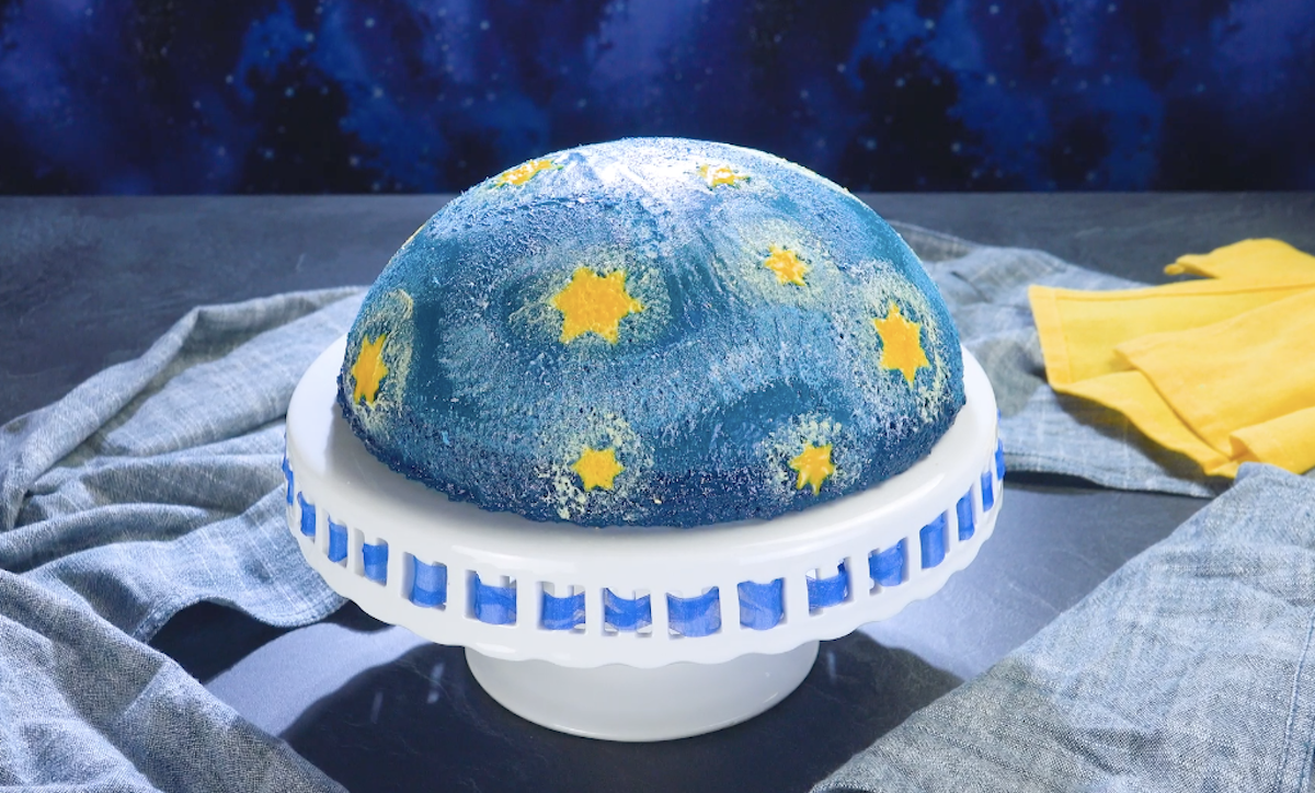 Torta budino al cioccolato bianco a forma di notte stellata