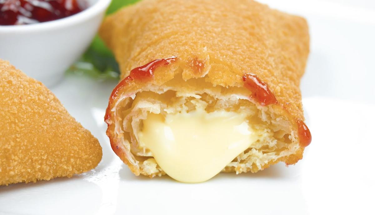 Fagottini di pasta sfoglia ripieni di formaggio