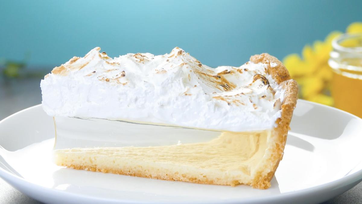 Torta meringata con gelatina al limone