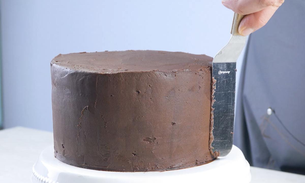 Strato di glassa al cioccolato fondente