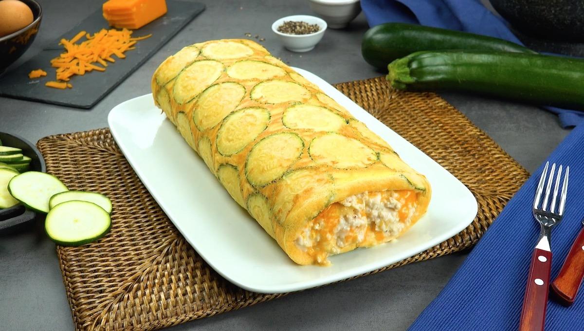 Rotolo di zucchine ripieno di petto di pollo e formaggio filante