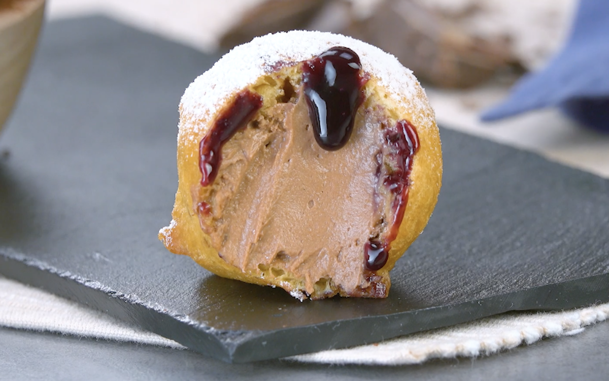 Frittelle dolci con mousse al cioccolato