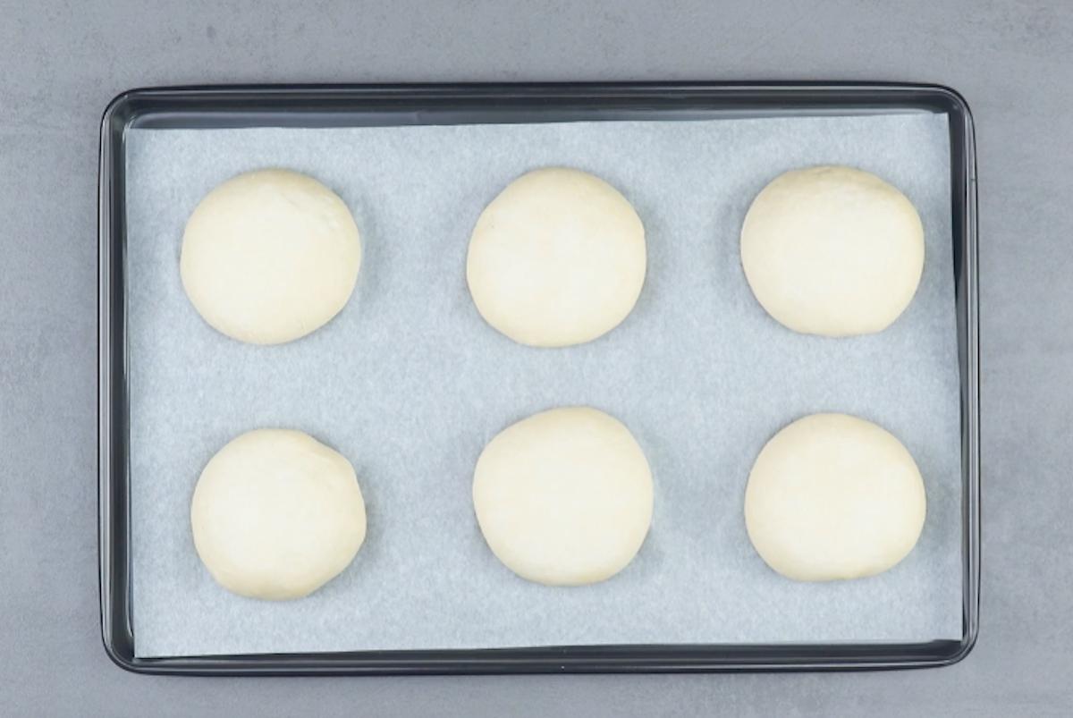 Panetti ripieni di pasta lievitata