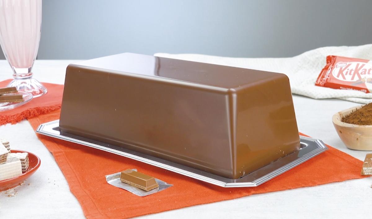 Barretta di cioccolato Kit Kat formato extra large con waffle e crema al cioccolato