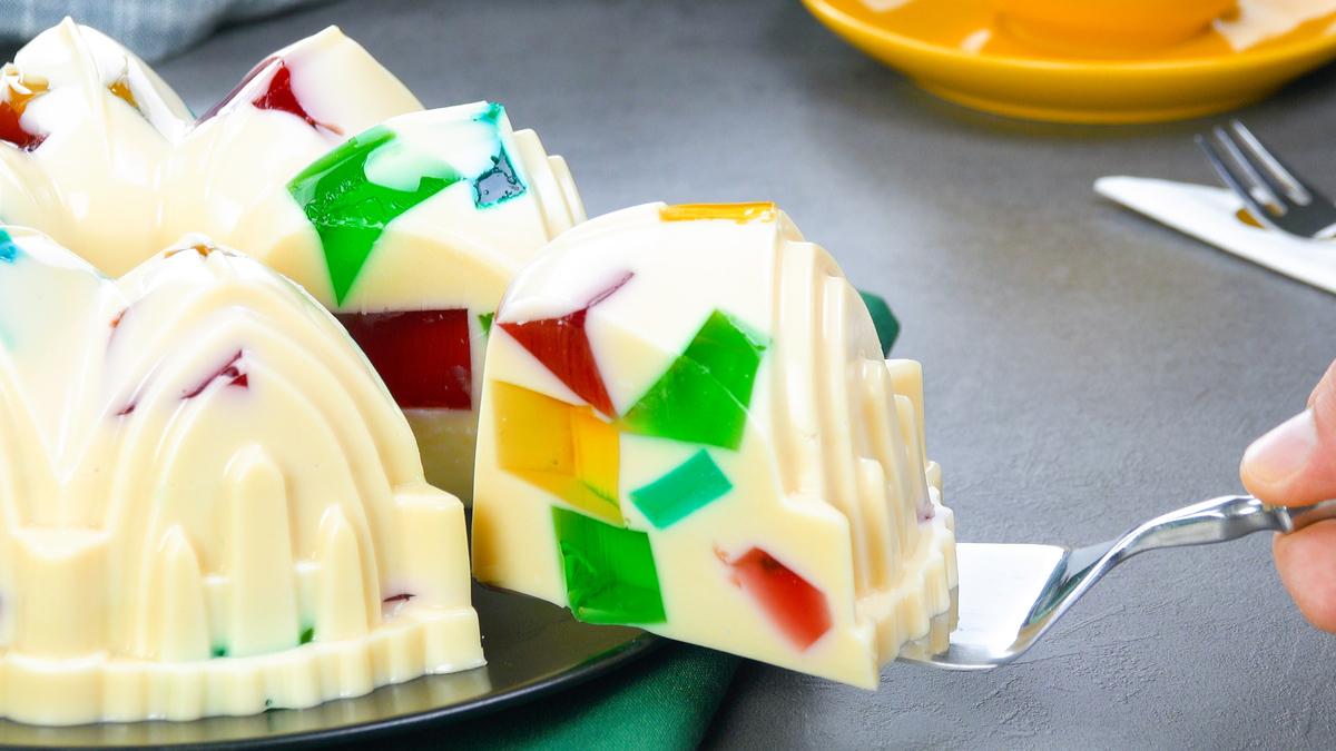 Torta di gelatina alla frutta con budino fatto in casa e crema alla frutta