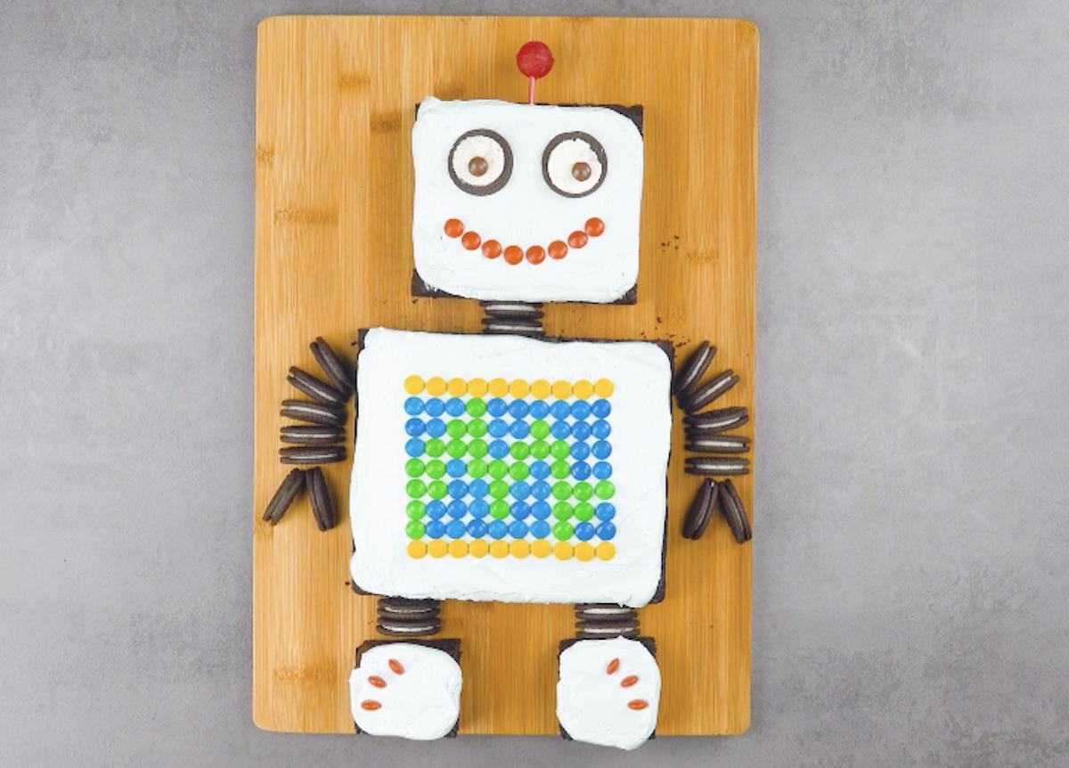 Torta di compleanno a forma di robot