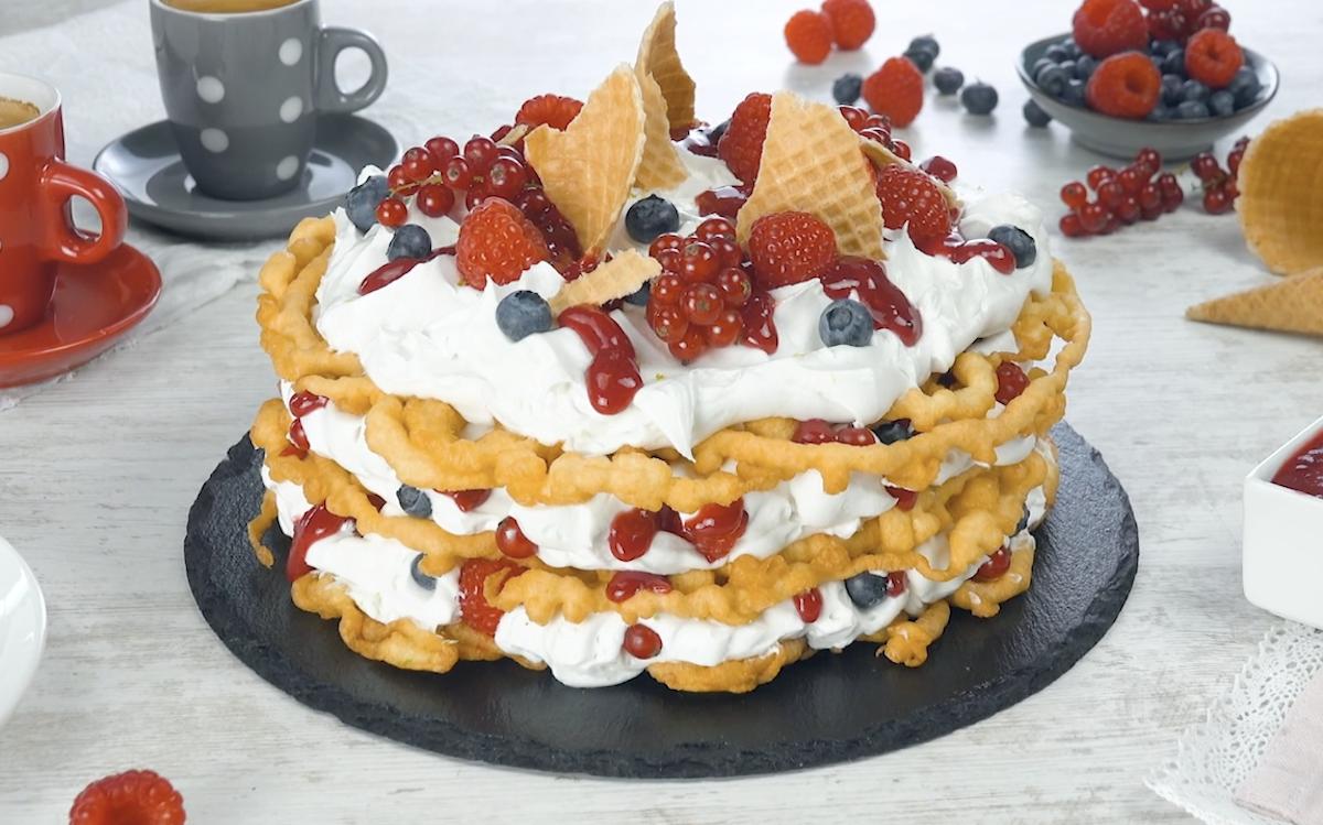 Funnel Cake: le frittelle dolci con crema al cocco e frutti di bosco