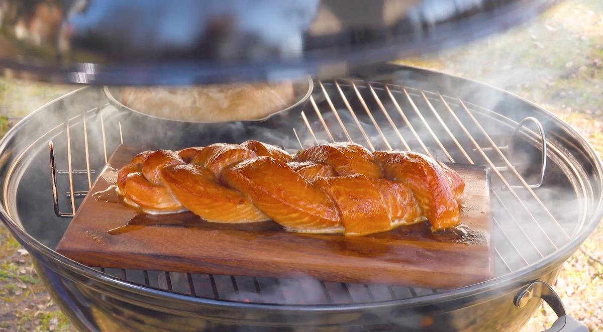 Treccia di salmone alla griglia