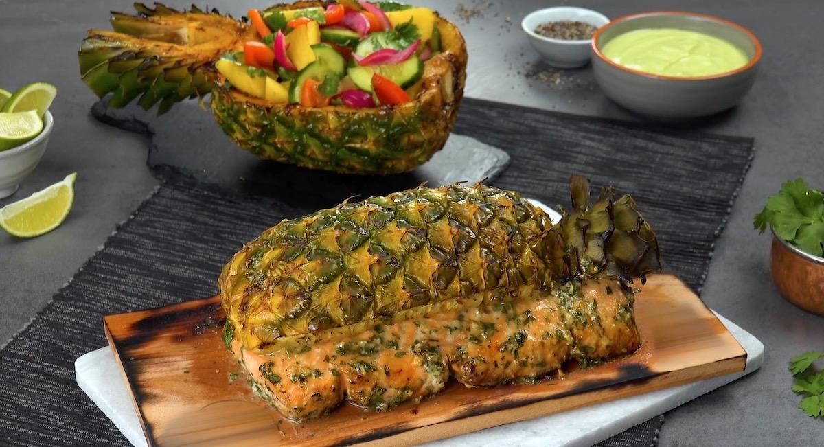 Filetto di salmone alla griglia con ananas