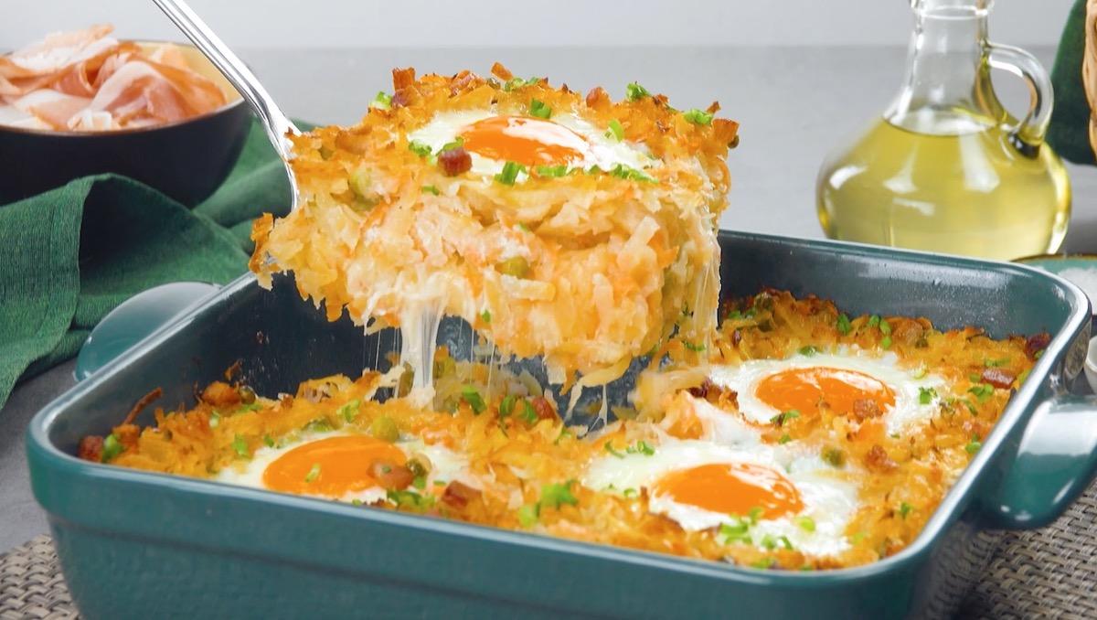 Sformato di carote e patate con uova al forno all'occhio di bue