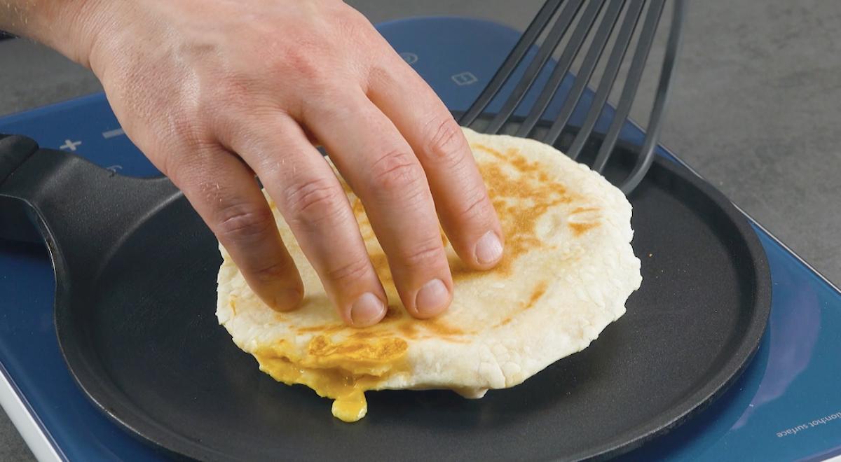 Pita ripiena di uova strapazzate