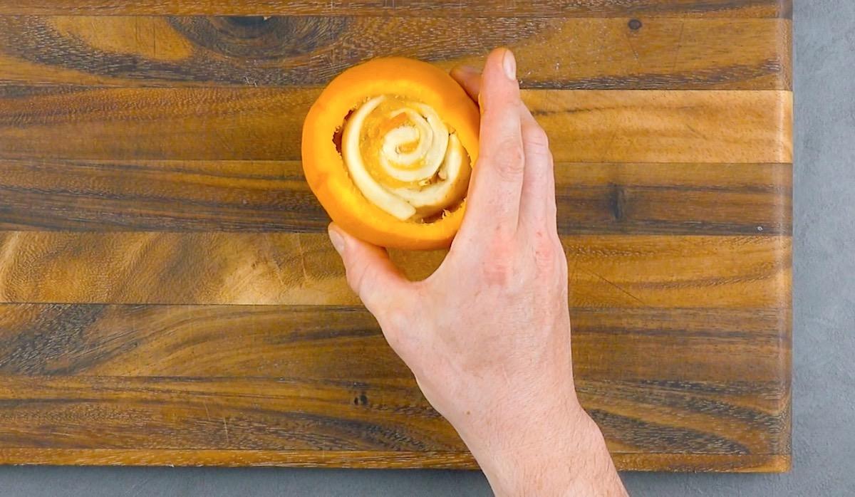 Rotolo di pasta brioche nell'arancia