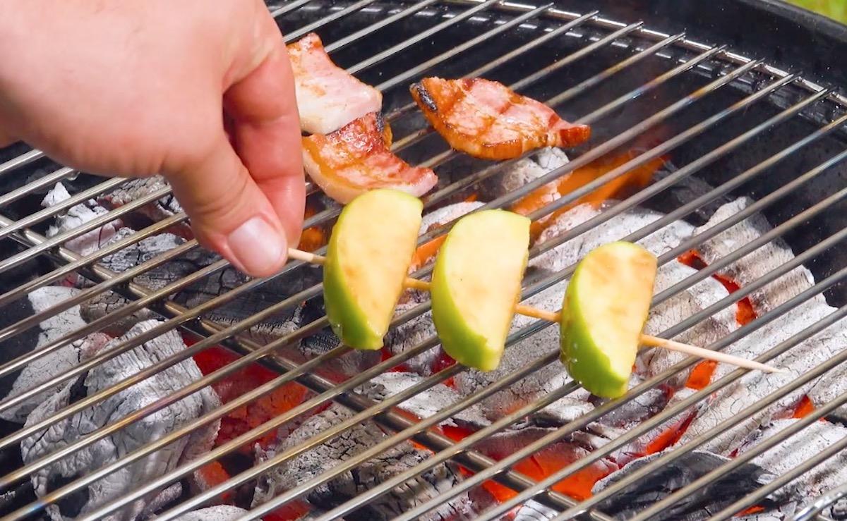 Spiedino di frutta e pancetta alla griglia