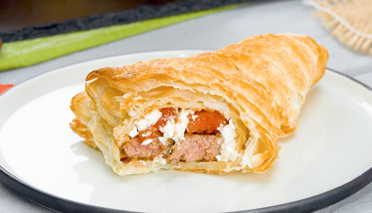 Pasta sfoglia ripiena di lombata di vitello, feta greca e frutta alla griglia