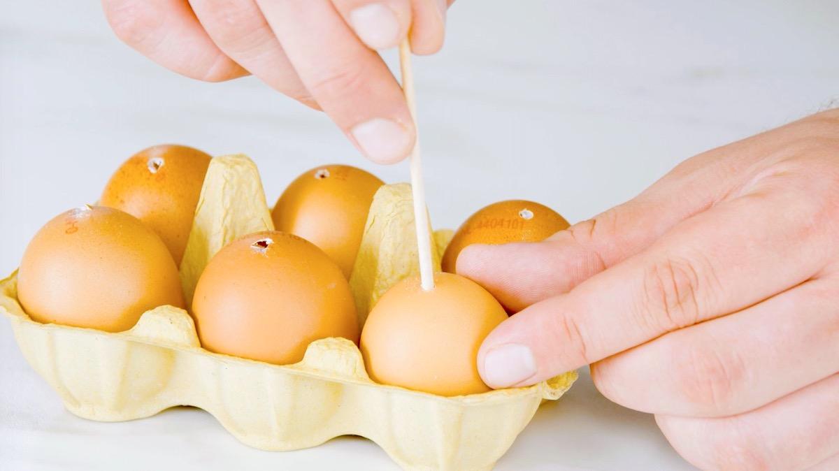 Uova con spiedini