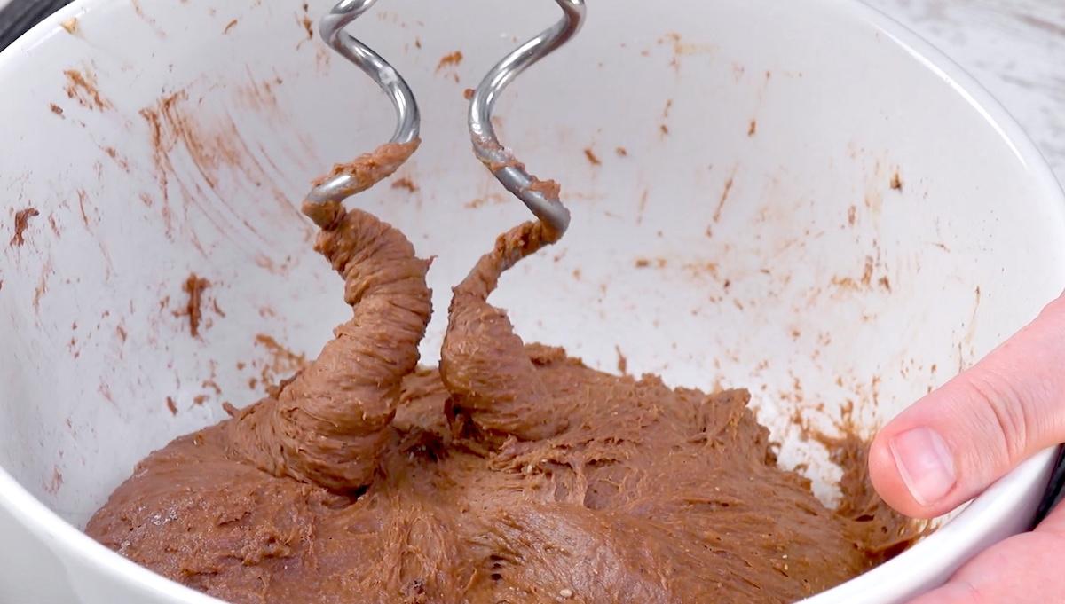 Impasto del pan brioche al cioccolato
